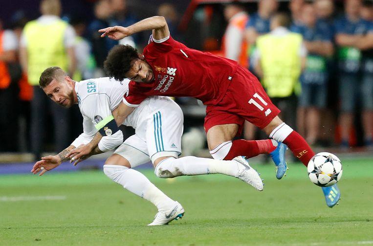 Mo Salah liep in de finale van de Champions League een schouderblessure op. Beeld AP