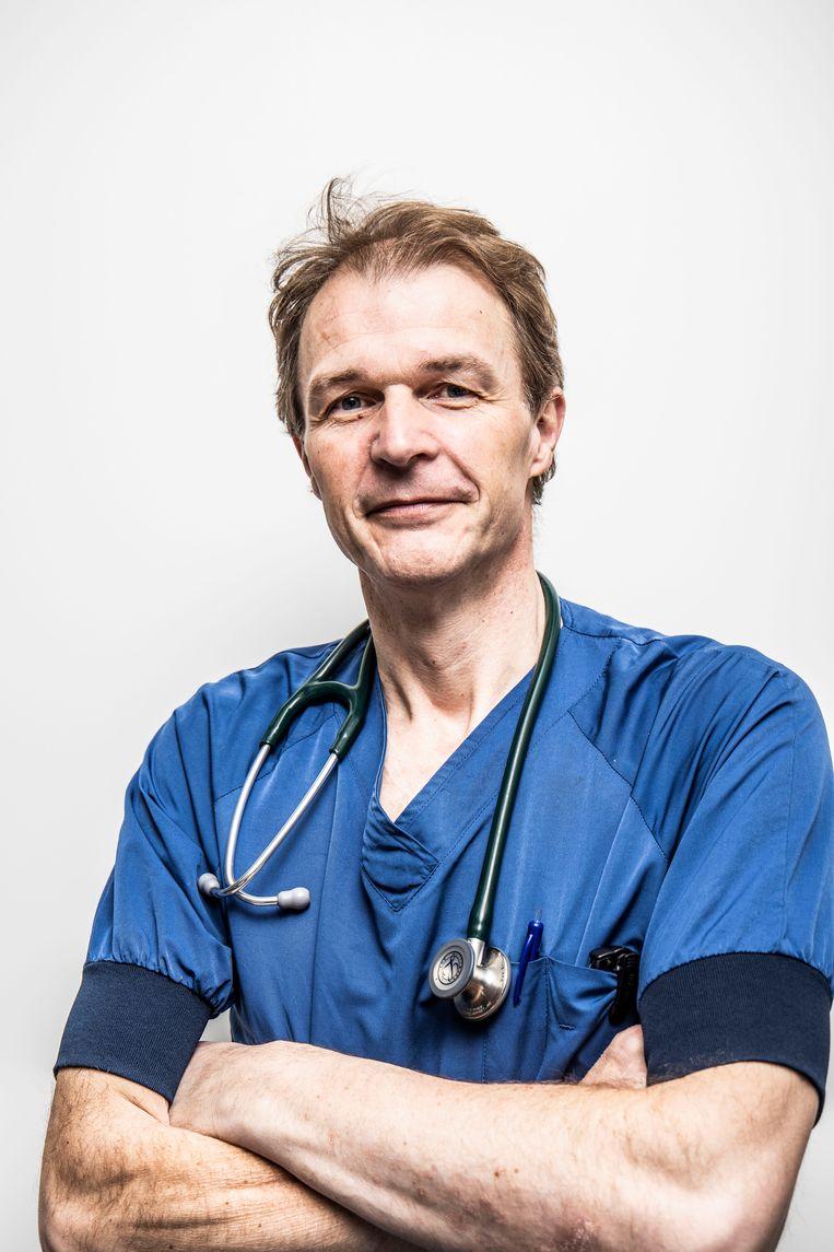 Hoofd spoeddienst Vincent Van Belleghem: 'Je ziet patiënten dag na dag achteruitgaan, en er is niets dat je kunt doen. Dat is het ergste wat je kunt meemaken als arts' Beeld RV