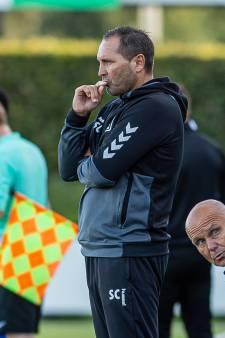 Calderwood op weg naar de uitgang bij DOVO; club schort gesprekken met spelers op