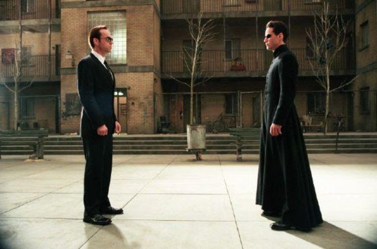 Hugo Weaving (links) en Keanu Reeves in The Matrix Reloaded. Beeld Brunopress