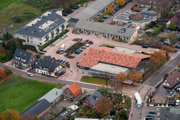 Het Kulturhus in Elspeet, waar testen op corona vanaf vanmiddag mogelijk is.