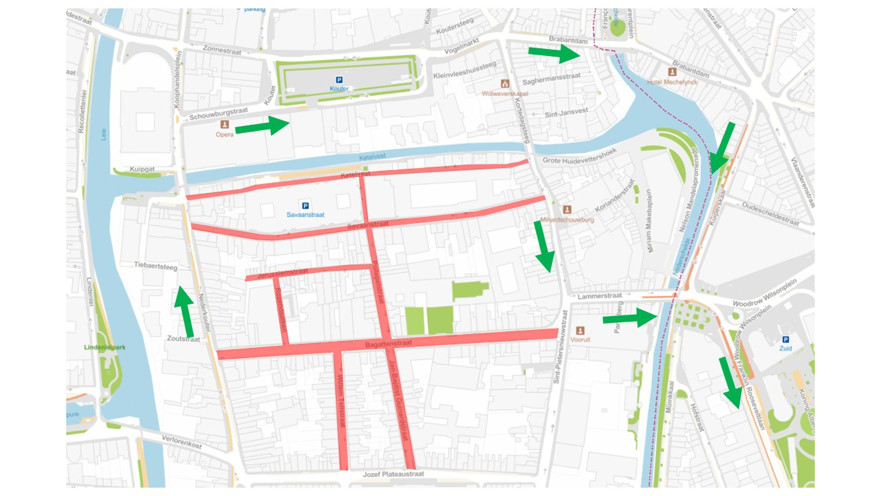 De gebieden in het rood zijn voortaan verboden terrein bij de start en het einde van de schooldag. Met de groene pijlen wordt de omleiding voor vrachtwagens aangeduid.