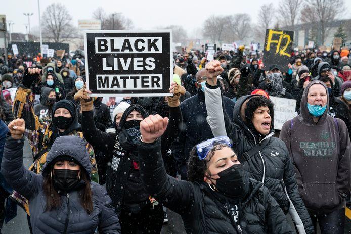 Beelden van protest in Brooklyn Center.
