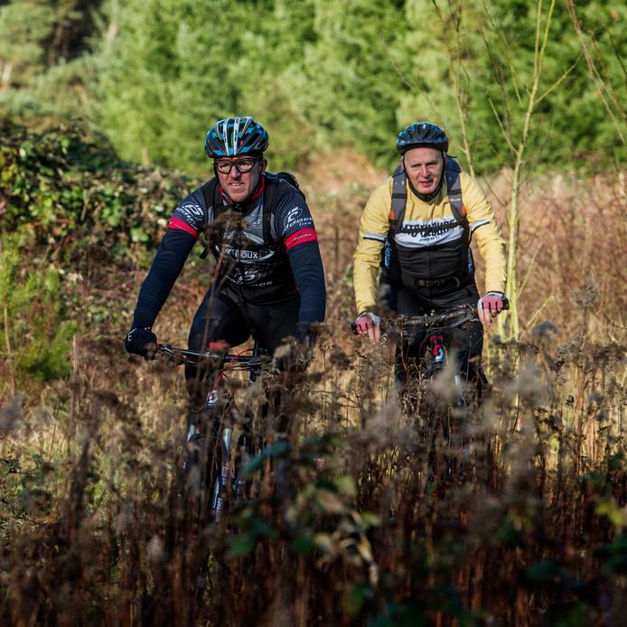 Mountainbikers proberen de route uit (archieffoto).