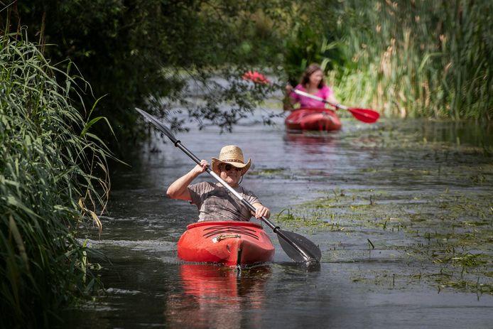 Kanoën op de Dommel door natuurgebied De Plateaux.