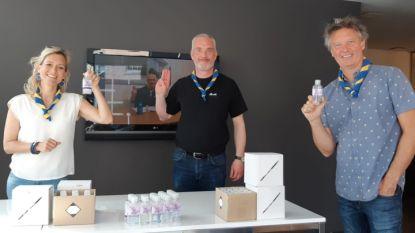 Immo Vercammen deelt 10.000ste flesje alcoholgel uit