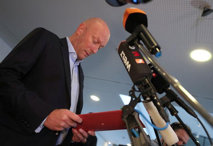 Thomas Kemmerich tijdens zijn toespraak na de verkiezing tot premier van de deelstaat Thüringen, woensdag.