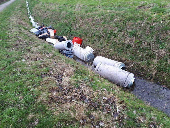 Dumping drugsafval in de Waterstraat in Hulst