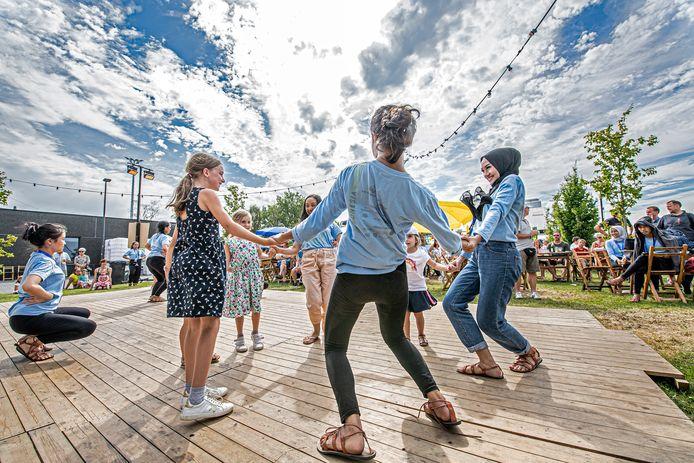 Dansen op wereldse muziek dankzij Moulin Bouge.