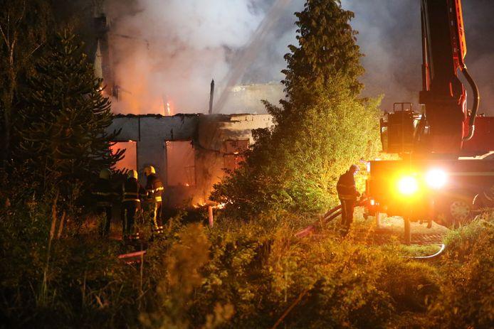 Huis aan Vredenburg volledig afgebrand.
