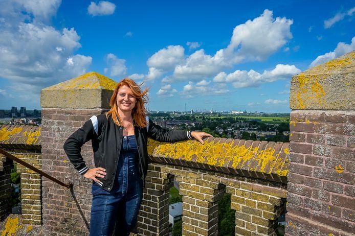 Nicole Pot gaat knippen op hoogte in Krimpen aan de Lek.