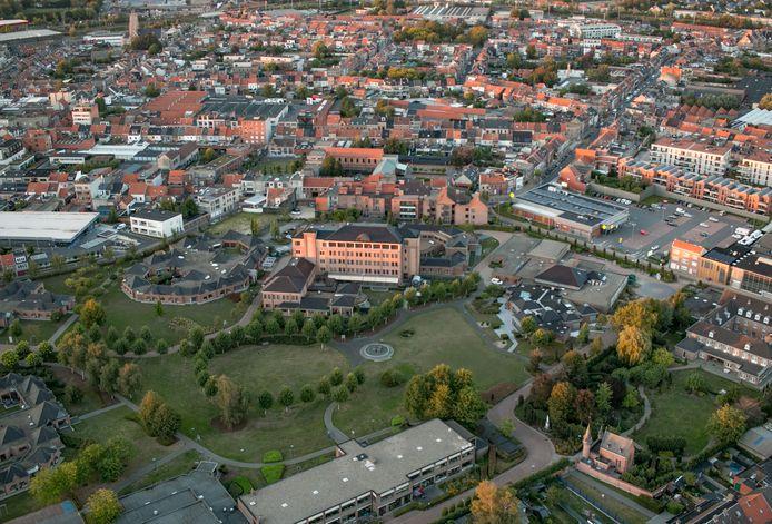 De grote campus van psychiatrisch ziekenhuis Sint-Lucia in het Sint-Niklase stadscentrum.