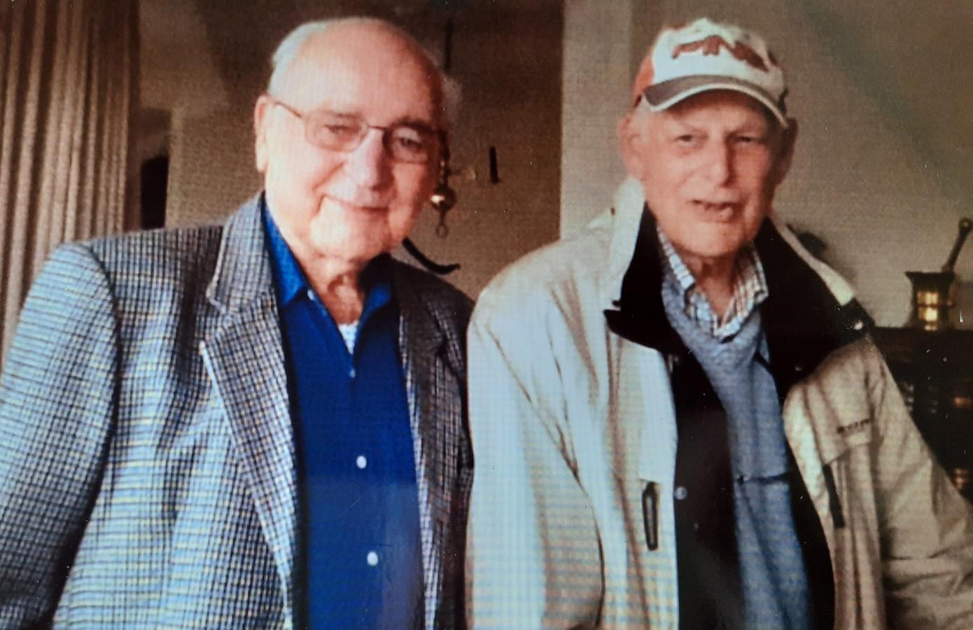 Jan Willem Driebergen (links) in ca. 2016 met Loet Manassen, één van de joden die dankzij hem de oorlog overleefden.
