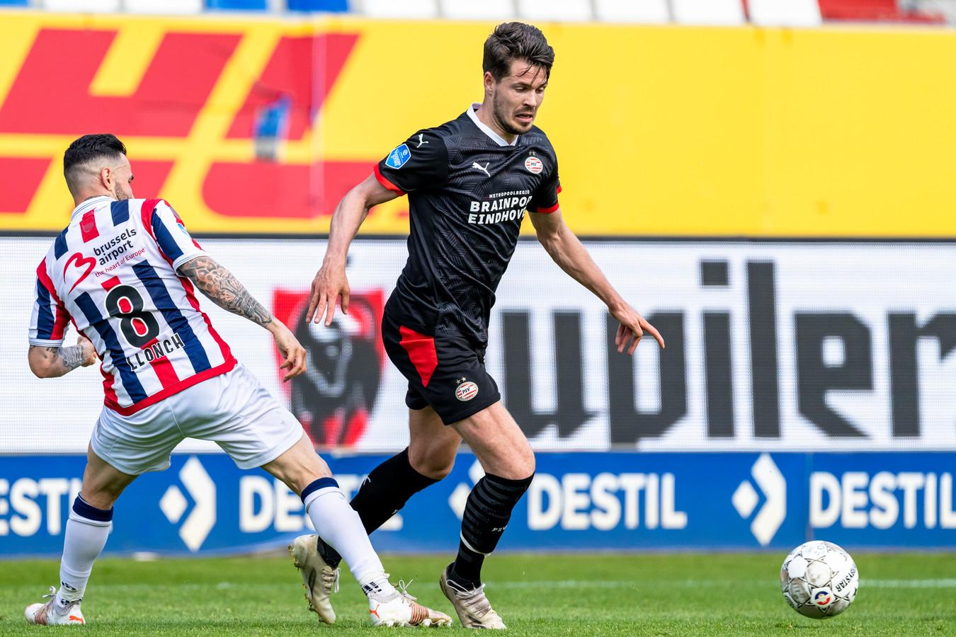 Marco van Ginkel in actie tijdens Willem II - PSV (0-2).