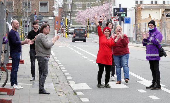Applaus in de Langemeersstraat.