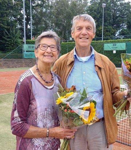 Tennisvereniging Groesbeek huldigt dertien jubilarissen tijdens afsluiting feestweek