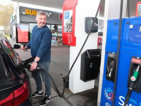 Op de prijs letten bij de pomp loont: verschil bij stations in de regio loopt op tot 26 cent per liter