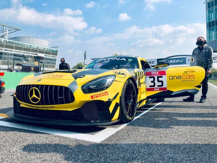 Patrick Selleslagh bij zijn Mercedes AMG-GT4 luttele momenten voor de start in Monza.