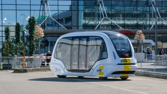 Busje komt zo… maar zonder chauffeur: Eerste zelfrijdende bus rijdt vanaf 2021 op luchthaven