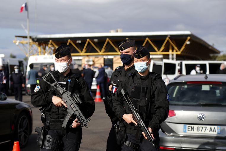 Zwaarbewapende agenten aan de grens met Spanje Beeld EPA