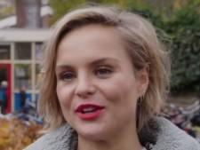 Influencer Stijn Fransen verrast oude juf in Bennekom tijdens campagne 'Je bent er voor de klas'
