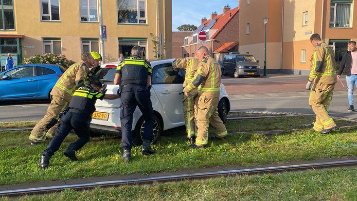 In de Pisuissestraat botste een auto met een tram.