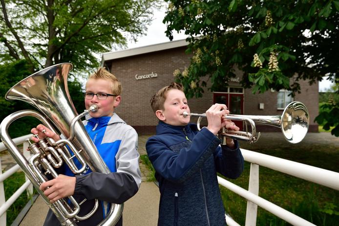 Yannick Welink op euphonium en Daniël Otten op trompet zijn lid van het opleidingsorkest C-Akkoord.
