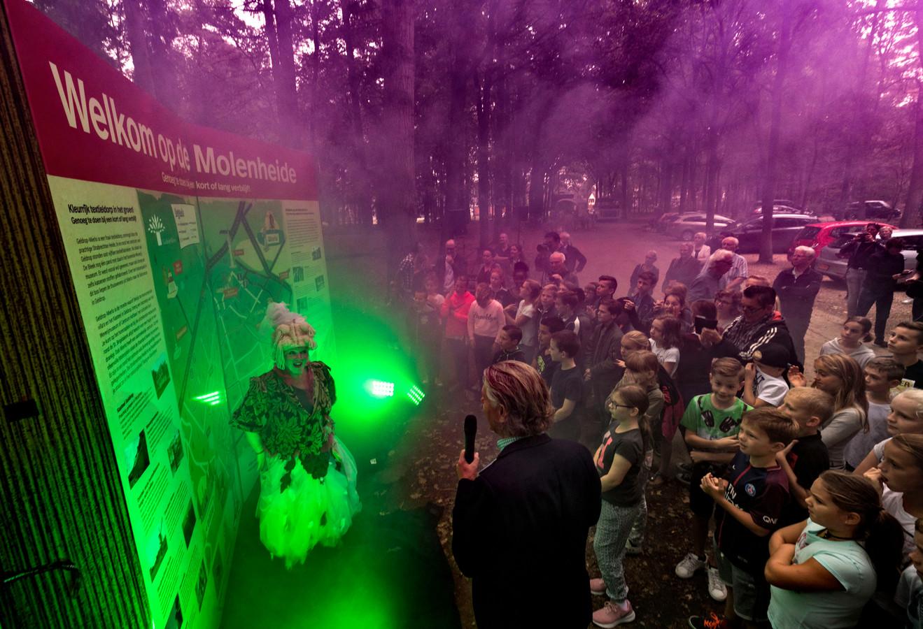 De feestelijke opening van het Katoenpad, op de Molenheide.