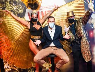 """Coronaproof naar de discotheek? Place2Party heropent en viert voortaan elke zaterdag feest: """"Dansen gebeurt niet, maar wat wiebelen op de stoelen kan wel"""""""