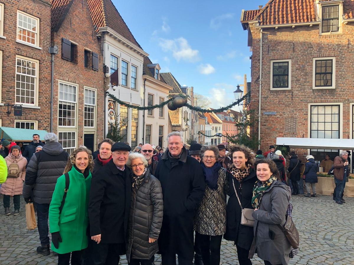 Amerikaanse ambassadeur Pete Hoekstra bezoekt samen met Commissaris van de Koning Andries Heidema het Dickens Festijn in Deventer