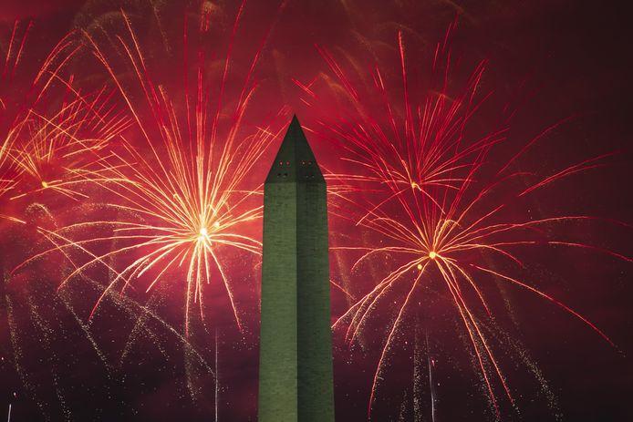 Vuurwerk in Washington bij de National Mall en het Washington Monument.