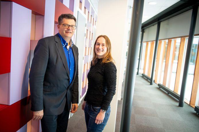 Wethouder Frank Niens en Judy Janson, strategisch adviseur duurzaamheid van Raalte, erkennen dat het klimaatdoel voor 2020 gemist wordt, maar zijn optimistisch gestemd voor de volgende.