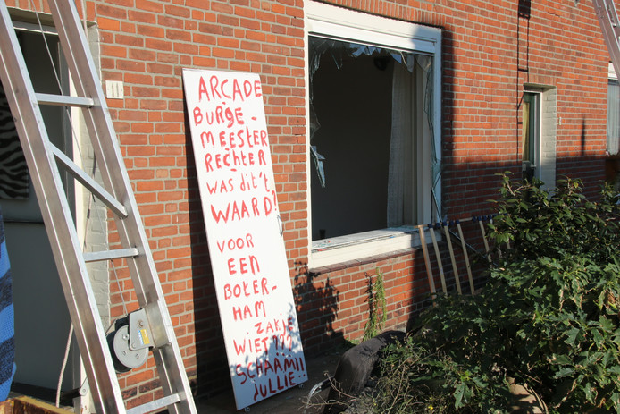 Heijenaar Elso Reedijk slaat woning kort en klein. Ter Heijde. Piet Heinstraat. Arrestatie.