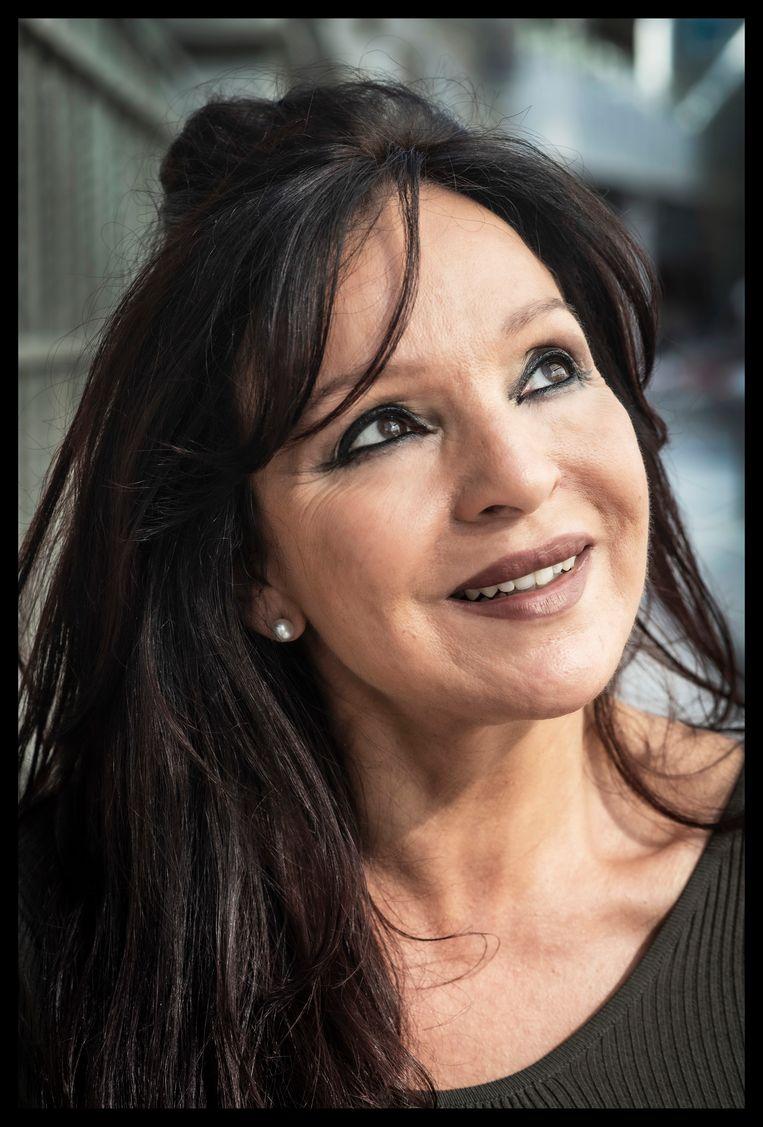 Malika Bouhout: 'Ga maar eens mee met je moeder naar de gynaecoloog om te tolken: je schaamt je dood.' Beeld Saskia Vanderstichele