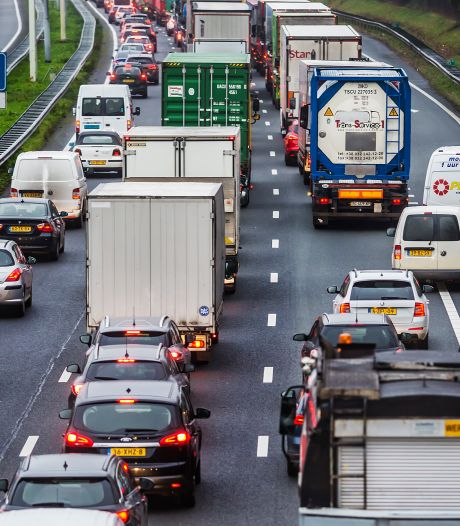 Weg weer vrij na ongeluk met meerdere auto's op de A15 Rotterdam richting Gorinchem