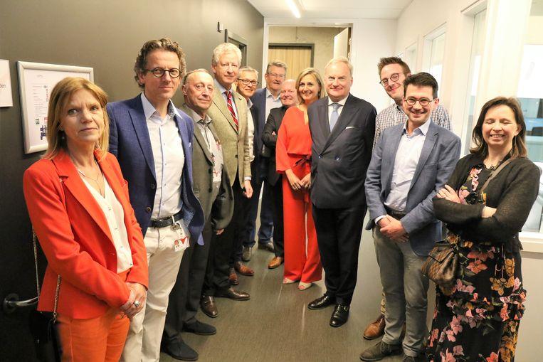 Minister Pieter De Crem kwam de huisartsenwachtpost na 3,5 maanden officieel openen.