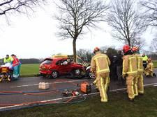 Ernstig ongeval door gladheid op Gemertsedijk in Gemert, 2 gewonden naar het ziekenhuis
