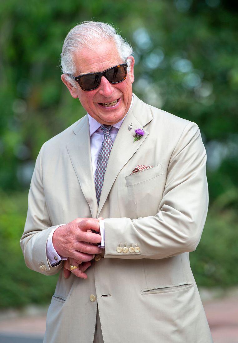 Als Charles ergens arriveert, controleert hij altijd eerst zijn manchetknopen, constateerde de acteur die hem speelt in The Crown.   Beeld Getty Images