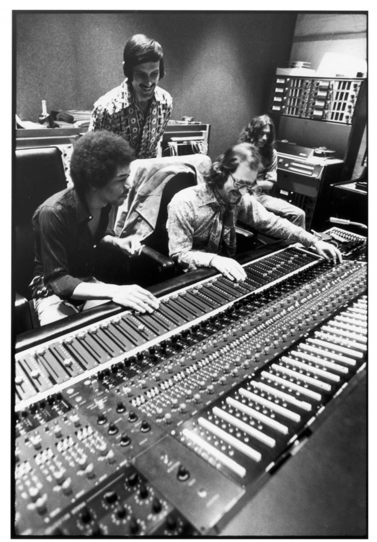 Jimi Hendrix en Eddie Kramer aan de mengtafel: 'Er was van meet af aan een wonderbaarlijke wisselwerking tussen ons'  Beeld
