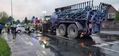 Baby en bestuurder van auto gewond bij botsing met tractor in Duits grensdorp