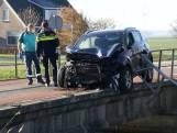 Automobiliste ramt reling van brug in Hasselt