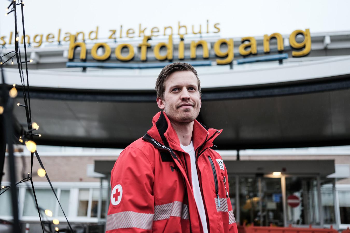 Student Max Willink werkt als vrijwilliger op de corona-mediumcare afdeling in het Slingeland ziekenhuis in Doetinchem.