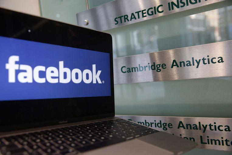 Berichten op Facebook, Twitter en Google werden gebruikt om presidentskandidaat Donald Trump te promoten.   Beeld AFP