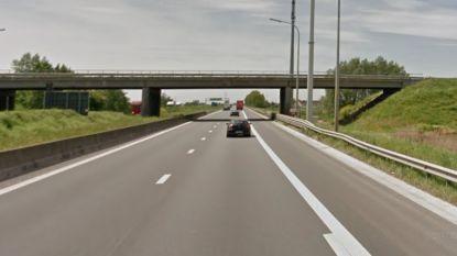 """Politie plukt buitenlander van de snelweg: """"Ah, mag ik hier niet fietsen?"""""""