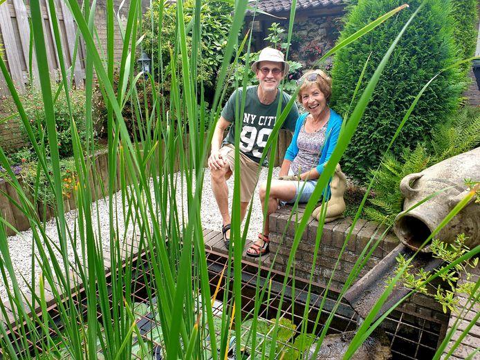 De familie Touw in de Chopinstraat maakte zelf in de tuin een natuurlijke waterfilter.