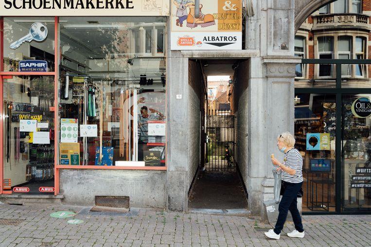 Op 8 oktober 2018, na de namiddagcantus van Reuzegom in feestzaal Albatros in de Brusselsestraat in Leuven, hoorden de uitbaters van studentenkoepel LOKO hoe de Reuzegommers Sanda racistisch behandelden. Albatros sloot begin 2019 de deuren. Beeld Illias Teirlinck