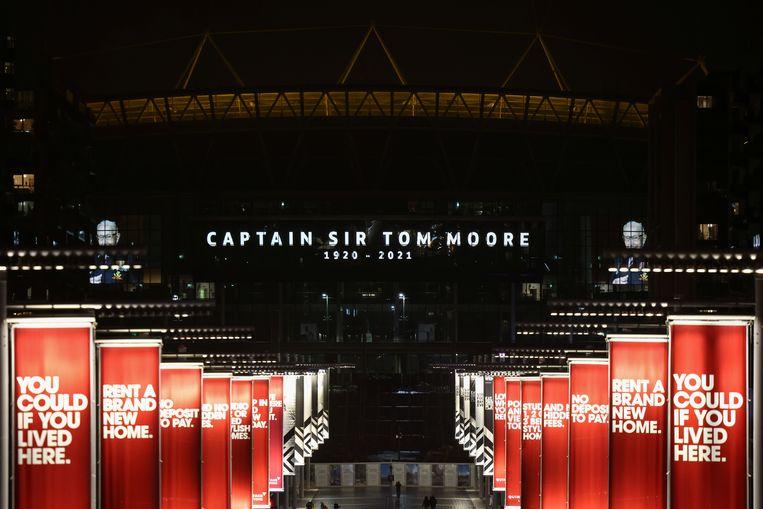 Het Wembley stadion eert Tom Moore. Beeld REUTERS