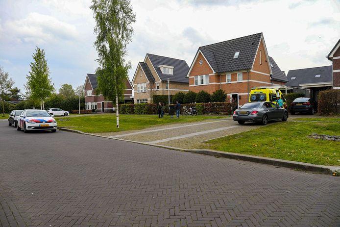 In een woning aan de Valetastraat in Apeldoorn is vanmiddag een lichaam aangetroffen.
