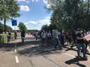 De honderden bezoekers van de anti-racisme manifestatie in Den Bosch verlaten zonder problemen de Pettelaarse Schans.
