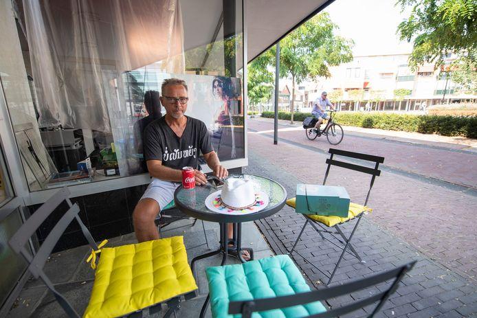Rijssenaar Dolf Jorissen heeft grote plannen met het Europaplein en de voormalige slijterij 'n Snuuver aan de Rozengaarde. Een groot pleinfeest is het eerste evenement.